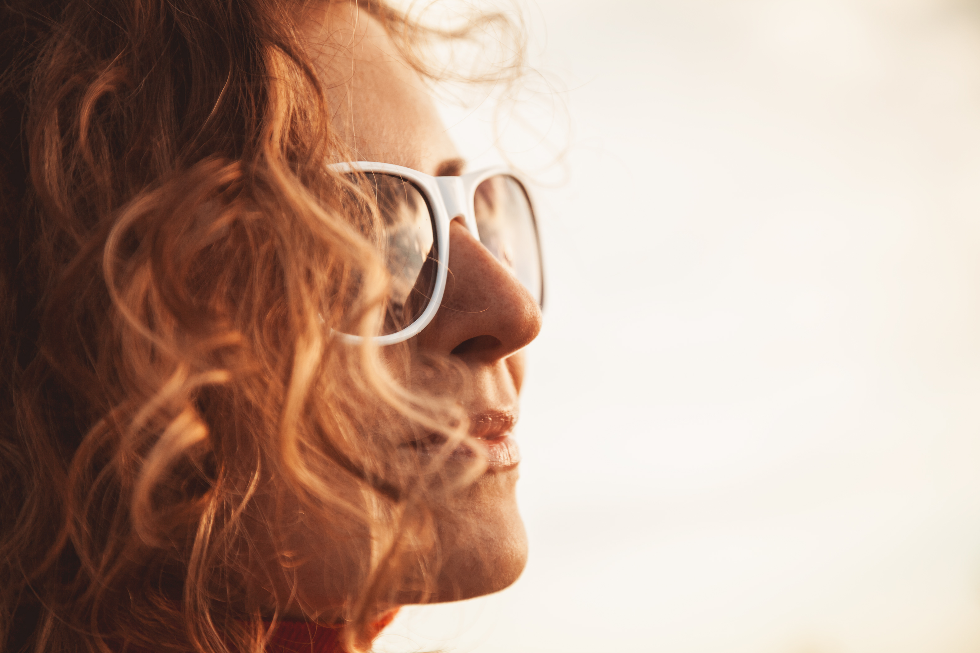 white sunglasses PA5VEZP - Is Sunlight Good For Your Eyes? The Science Says No
