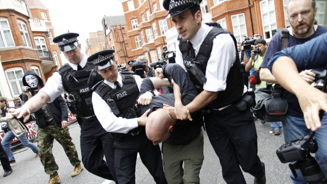 british-police.jpg@protect,0,0,1000,1000@crop,658,370,c