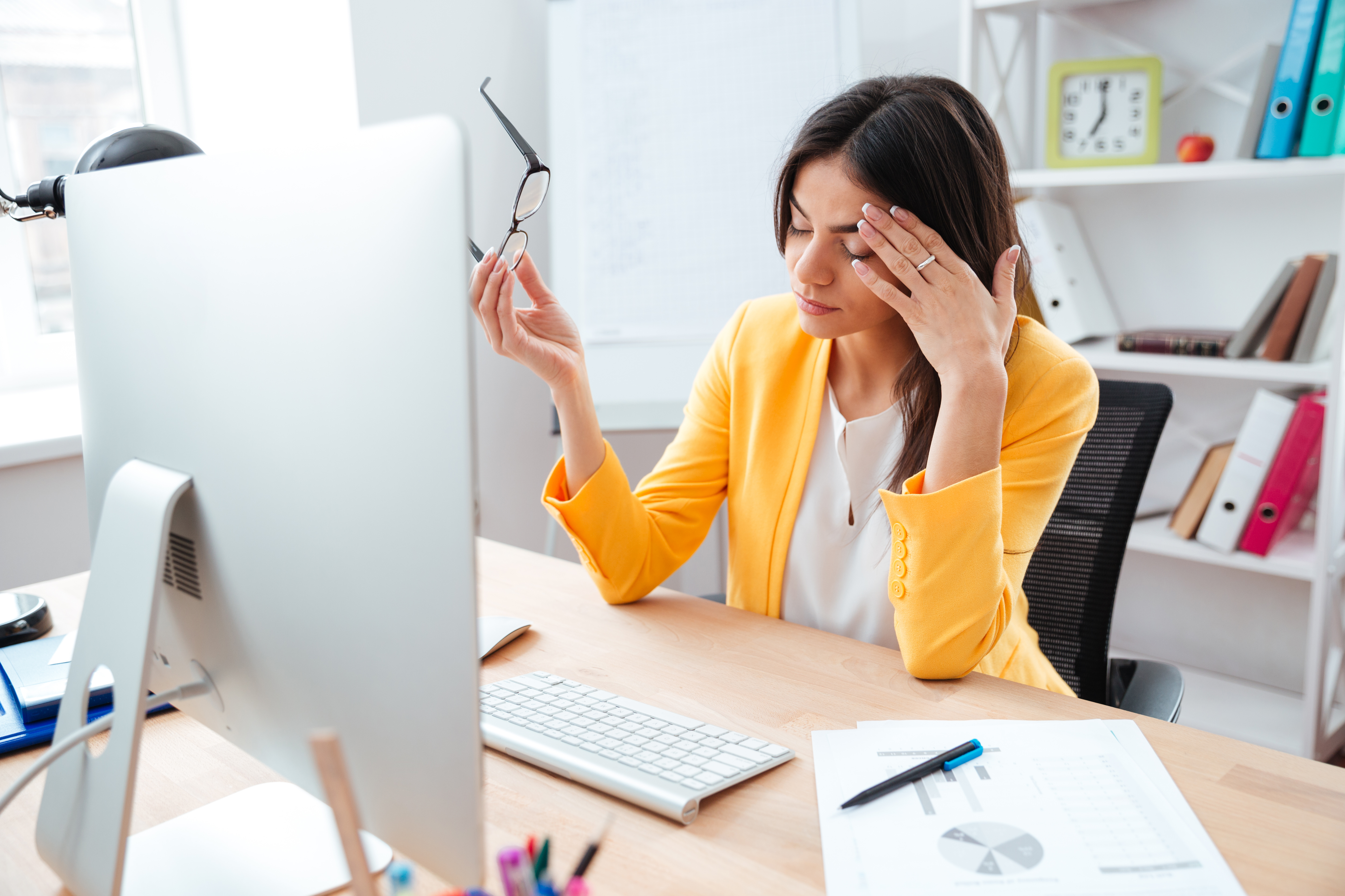 businesswoman having head pain PYQ8FP6 - Digital eye strain can Cause dry and irritated eyes, or Worse