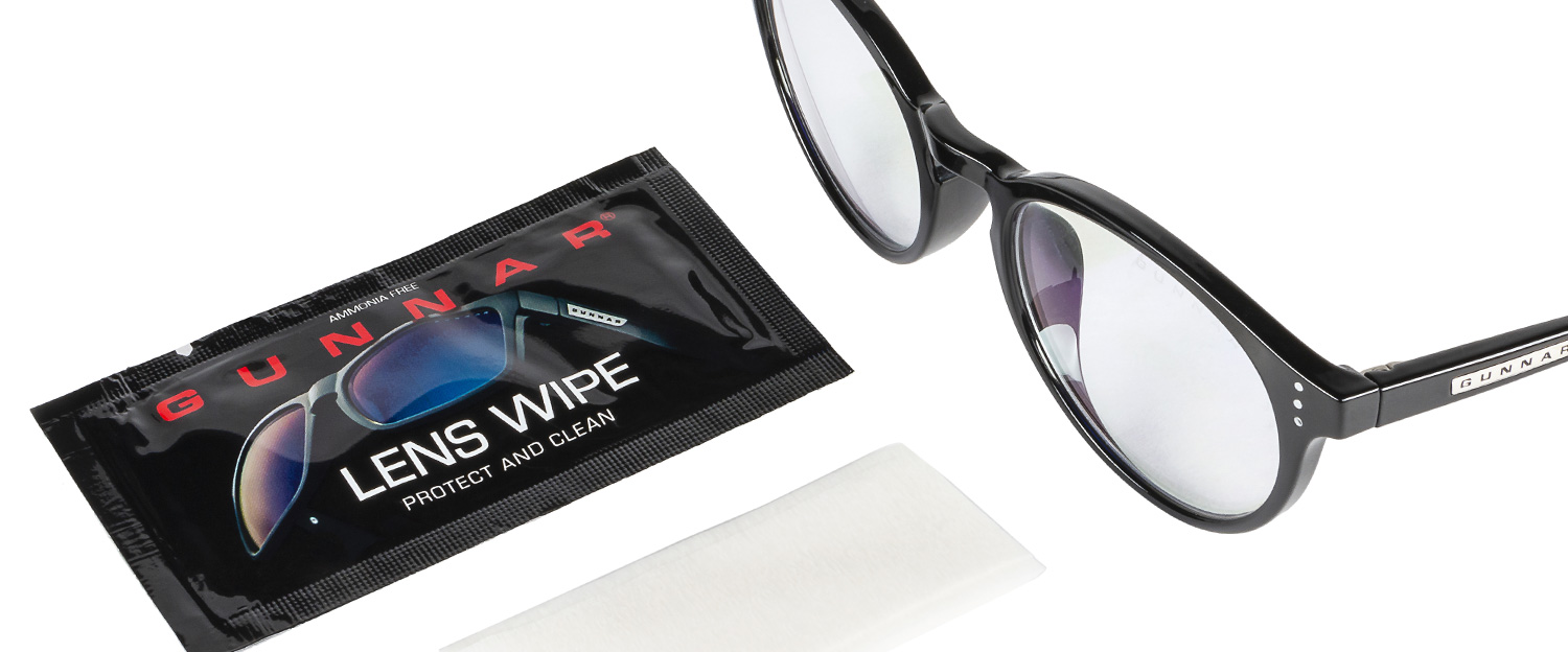GUNNAR wipe with glass - GUNNAR Lens Wipes
