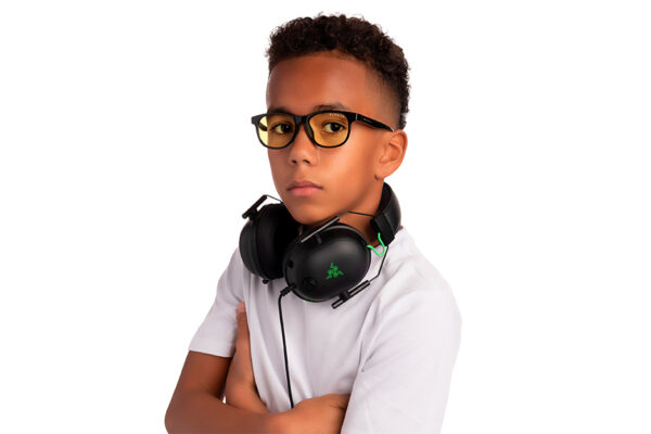 young boy wearing screen glasses for kids